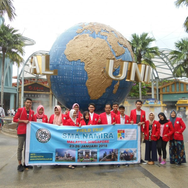 Siswa SMA Study Tour Ke Malaysia dan Singapura