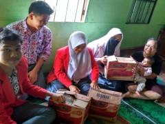 OSIS SMA Namira Serahkan Bantuan Sembako ke Korban Sinabung